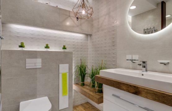 Jak zaaranżować funkcjonalną łazienkę dla całej rodziany?